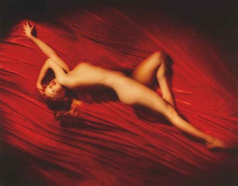 tom-kelley-marilyn-monroe-on-red-velvet